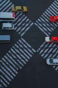 数寄屋橋交差点と走る車の写真素材 [FYI04330581]