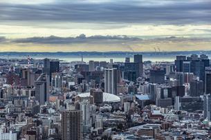 池袋から望む東京ドームと東京湾の写真素材 [FYI04330602]