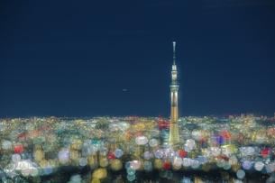 東京スカイツリーと東京の街並みの夜景イルミネーションの写真素材 [FYI04330622]