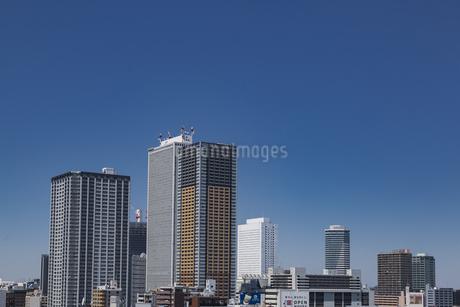 東池袋周辺のビル群と青空の写真素材 [FYI04330651]