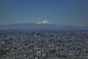 東池袋から望む東京の街並みと富士山と青空の写真素材 [FYI04330662]