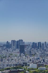 池袋から望む新宿のビル群と青空の写真素材 [FYI04330683]