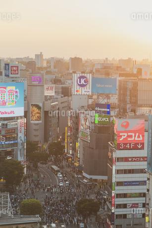渋谷駅周辺のビル群と街並みの写真素材 [FYI04330706]
