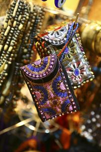 刺繍が施された財布の写真素材 [FYI04331081]