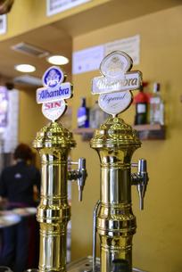 レストランのビールサーバーの写真素材 [FYI04331380]