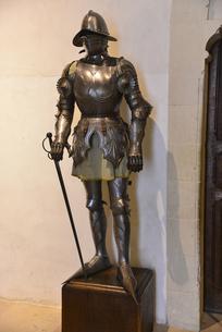セゴビア城に展示された銅像の写真素材 [FYI04331526]