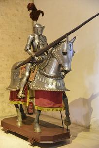 セゴビア城に展示された銅像の写真素材 [FYI04331529]