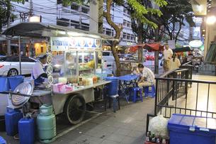スリウォン通りの屋台の写真素材 [FYI04331660]