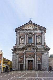 ソンマ・ロンバルドの教会の写真素材 [FYI04332482]