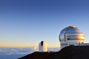 USA, Hawaii, Big Island, Mauna Kea, view to observatories atの写真素材 [FYI04332662]