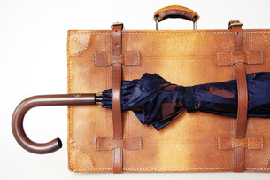 Briefcase with umbrellaの写真素材 [FYI04332681]