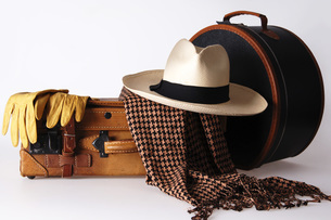 Luggage with hat box and panama hatの写真素材 [FYI04332683]