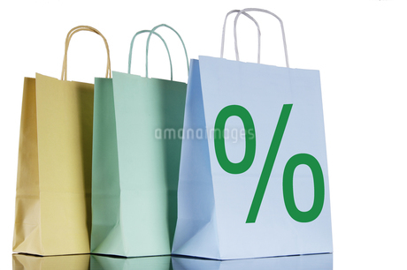 Shopping bags with percent-signの写真素材 [FYI04332725]