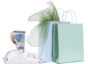 Shopping bags and piggy bankの写真素材 [FYI04332738]