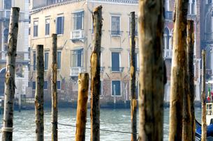 Italy, Venice, poles in waterの写真素材 [FYI04332749]