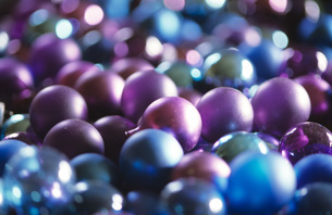 Christmas baubles, close-upの写真素材 [FYI04332772]