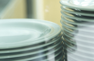 Piled plates, close-upの写真素材 [FYI04332856]