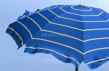 Beach umbrella, close-upの写真素材 [FYI04332859]