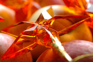 Apples with Christmas decorationの写真素材 [FYI04332865]