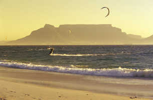 South Africa, Capetown, Western Cape, Bloubergstrand, view oの写真素材 [FYI04332869]