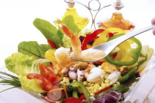 Seafood salad, close-upの写真素材 [FYI04332879]