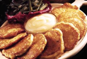 Potatoe fritter with apple pureeの写真素材 [FYI04332910]