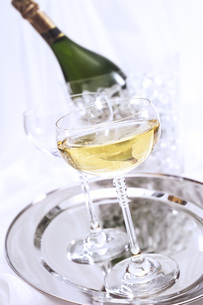 Champagne, bottle and glassesの写真素材 [FYI04332914]