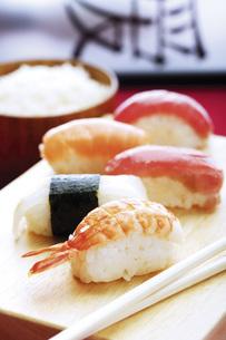 Different kind of Nigiri sushiの写真素材 [FYI04332957]