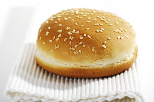 hamburger roll with sesameの写真素材 [FYI04332964]