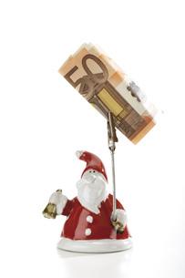 Santa Claus Figurine holding Euro noteの写真素材 [FYI04332994]