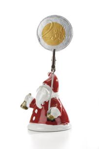 Santa Claus Figurine holding Euro coinの写真素材 [FYI04332998]
