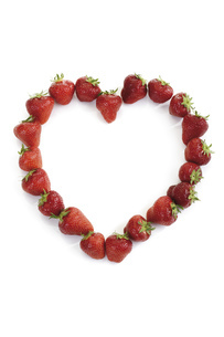 Strawberries in heart shape, close-upの写真素材 [FYI04333018]
