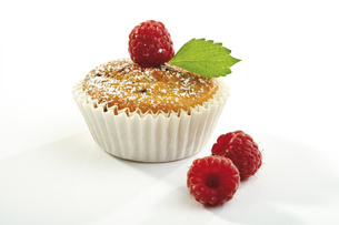 Raspberry muffin, close-upの写真素材 [FYI04333059]