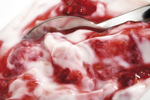 Raspberry cream, close-upの写真素材 [FYI04333062]