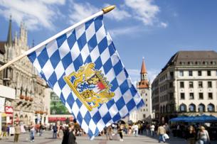 Germany, Bavaria, Munich, Flagの写真素材 [FYI04333106]
