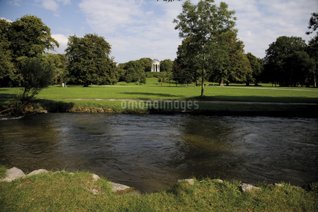 Germany, Bavaria, Munich, English Garden and Monopterusの写真素材 [FYI04333117]