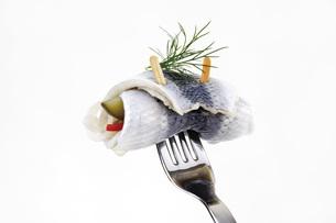 Rollmops, typical german food, close-upの写真素材 [FYI04333147]