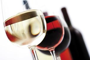 Glasses of wine, close-upの写真素材 [FYI04333163]