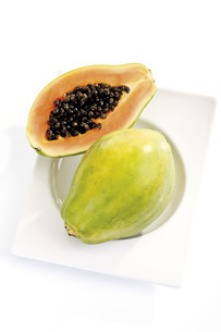 Sliced Pawpaw fruit, elevated viewの写真素材 [FYI04333189]