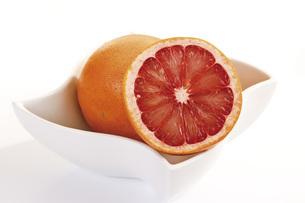 Sliced grapefruitsの写真素材 [FYI04333191]