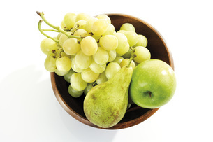 Grapes, pear and apple in wooden bowl, elevated viewの写真素材 [FYI04333197]