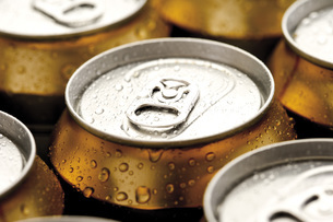 Beer cans, close-upの写真素材 [FYI04333214]