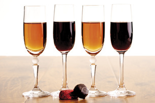 Glasses of sherry and port wineの写真素材 [FYI04333216]