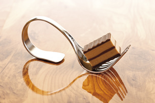 Praline on forkの写真素材 [FYI04333220]