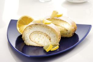 Swiss roll filled with lemon creamの写真素材 [FYI04333226]