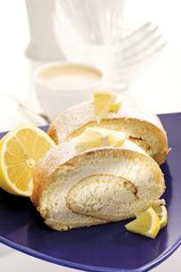 Swiss roll filled with lemon creamの写真素材 [FYI04333227]