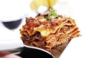 Piece of lasagnaの写真素材 [FYI04333240]