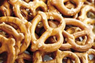 Salted pretzels, close-upの写真素材 [FYI04333284]