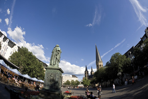 Germany, Bonn, Beethoven Statue at Munsterplatzの写真素材 [FYI04333307]
