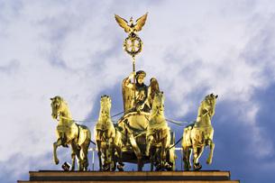 Germany, Berlin, Brandenburg Gate, Quadrigaの写真素材 [FYI04333313]